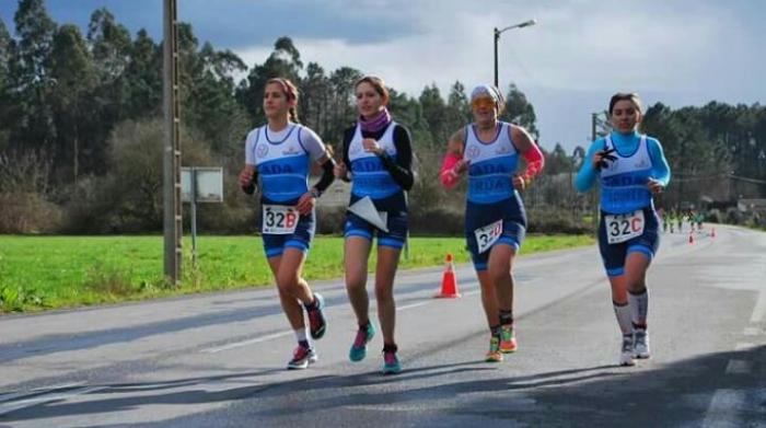Deportes potencia o Triatlón de adultos en Sada