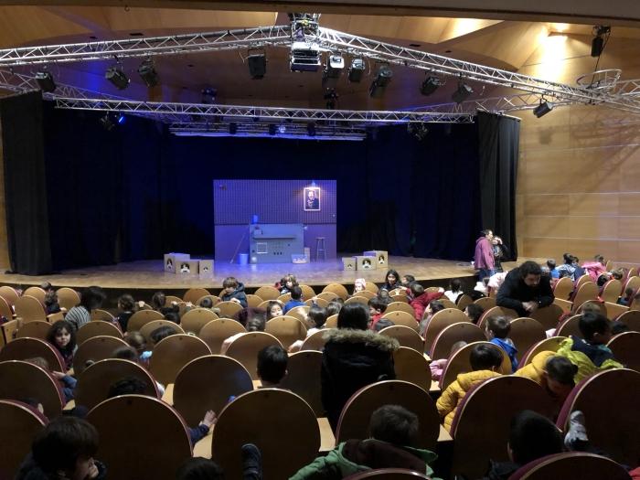 O Concello de Sada leva aos escolares do municipio ó teatro